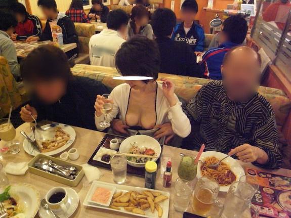 Japanese milf show herself in public n°14