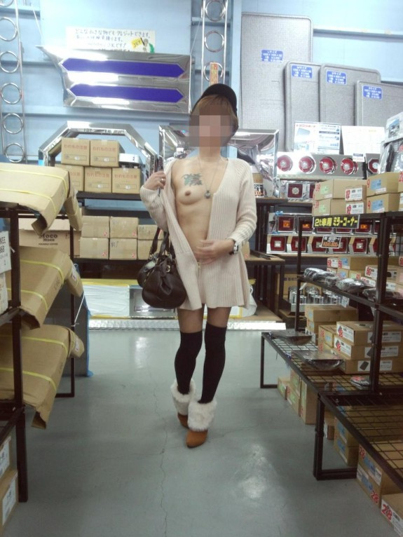 Japanese milf show herself in public n°20