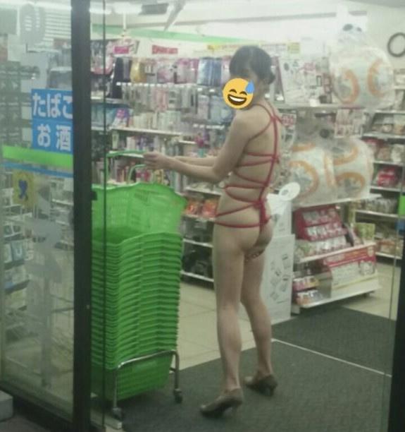 Japanese milf show herself in public n°23
