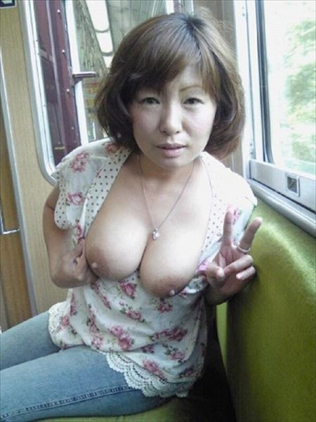 Japanese milf show herself in public n°35