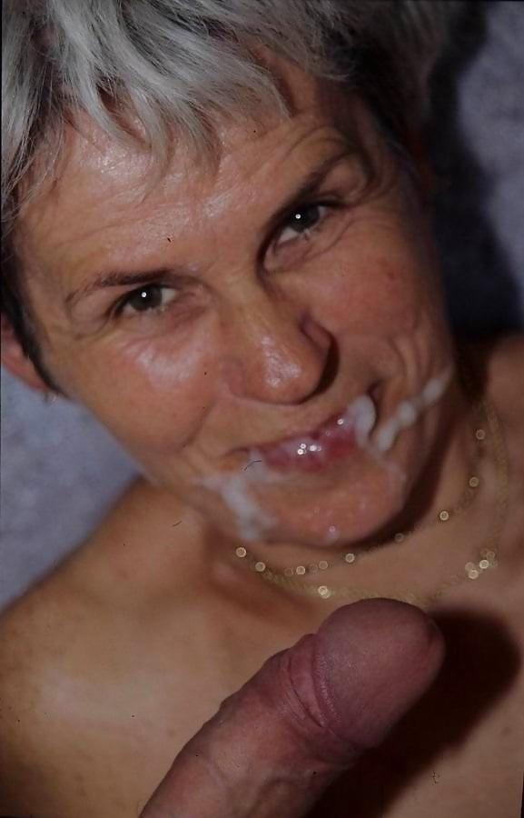 MILFs Granny cum on face facial n°1