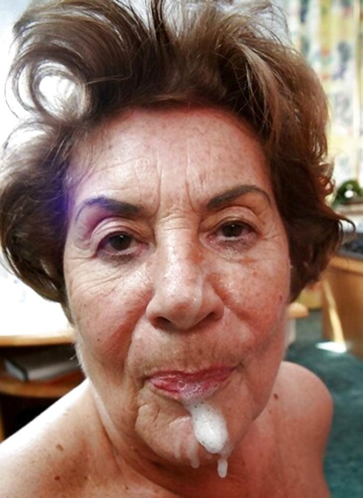 MILFs Granny cum on face facial n°14