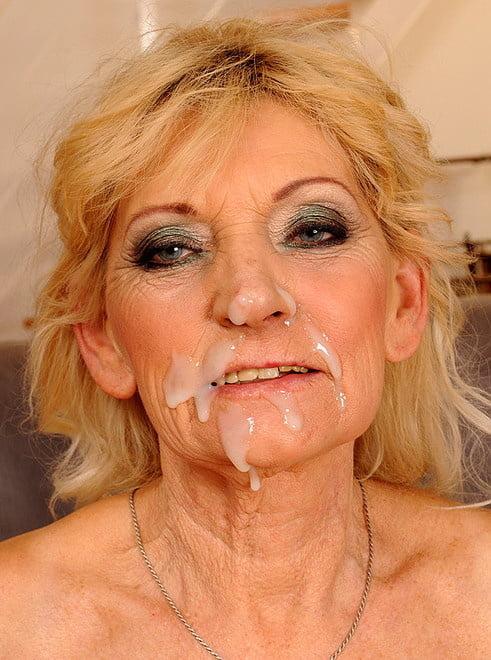 MILFs Granny cum on face facial n°15