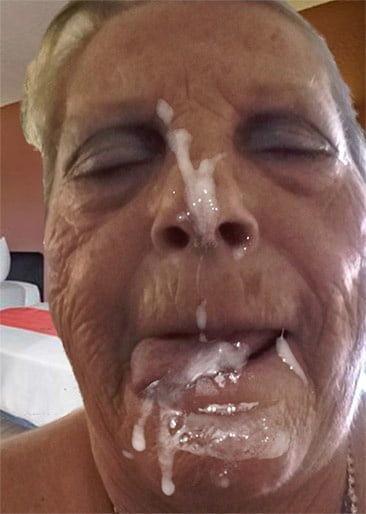 MILFs Granny cum on face facial n°16