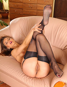 MILFs Nylon Fetish
