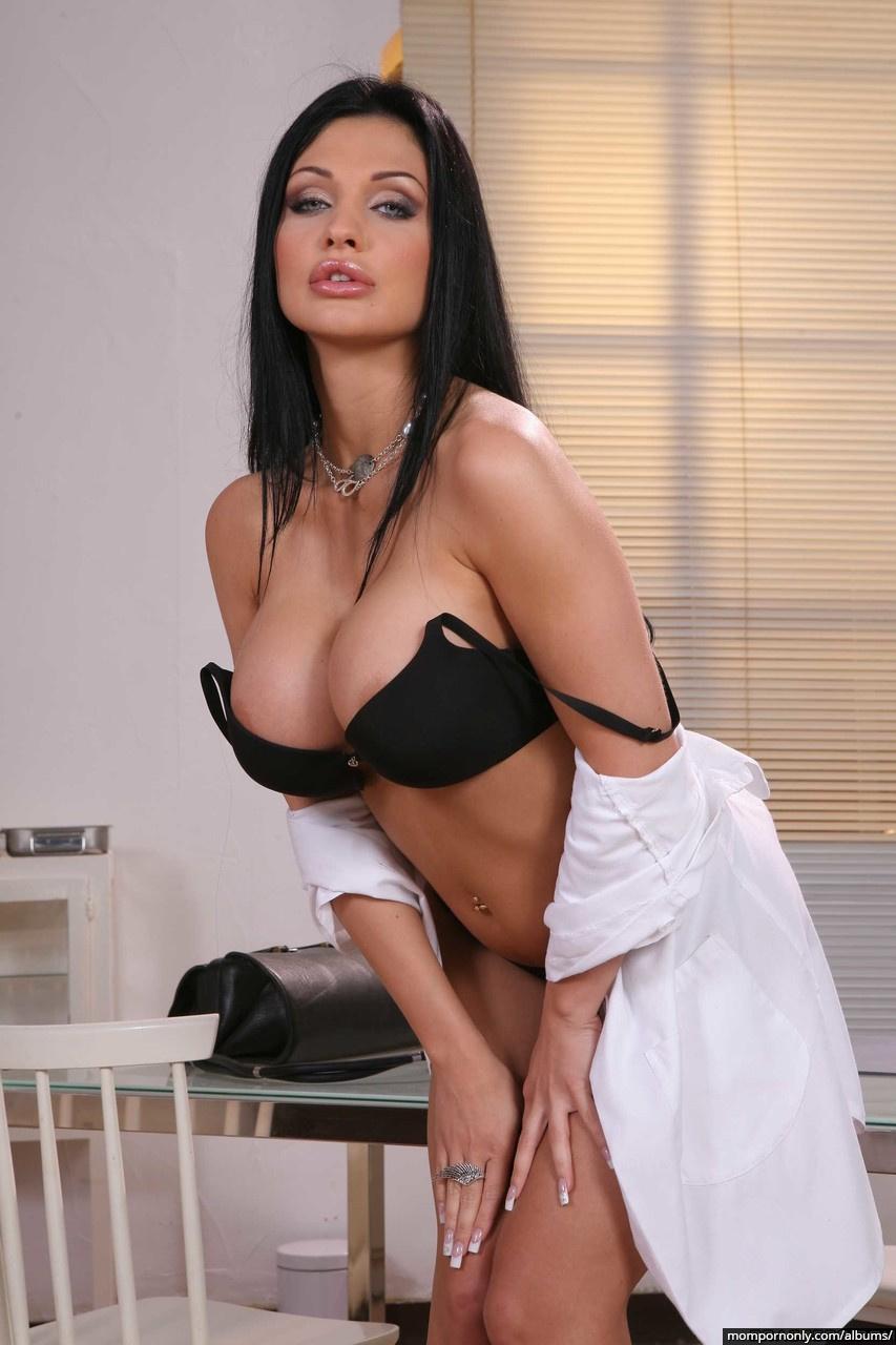 Aletta Ocean is a sexy doctor n°3