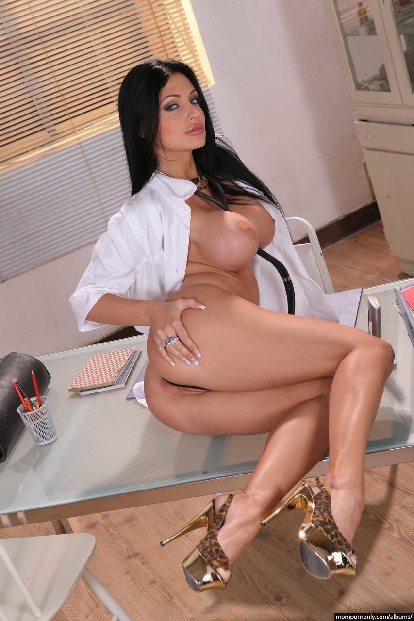Aletta Ocean is a sexy doctor n°6