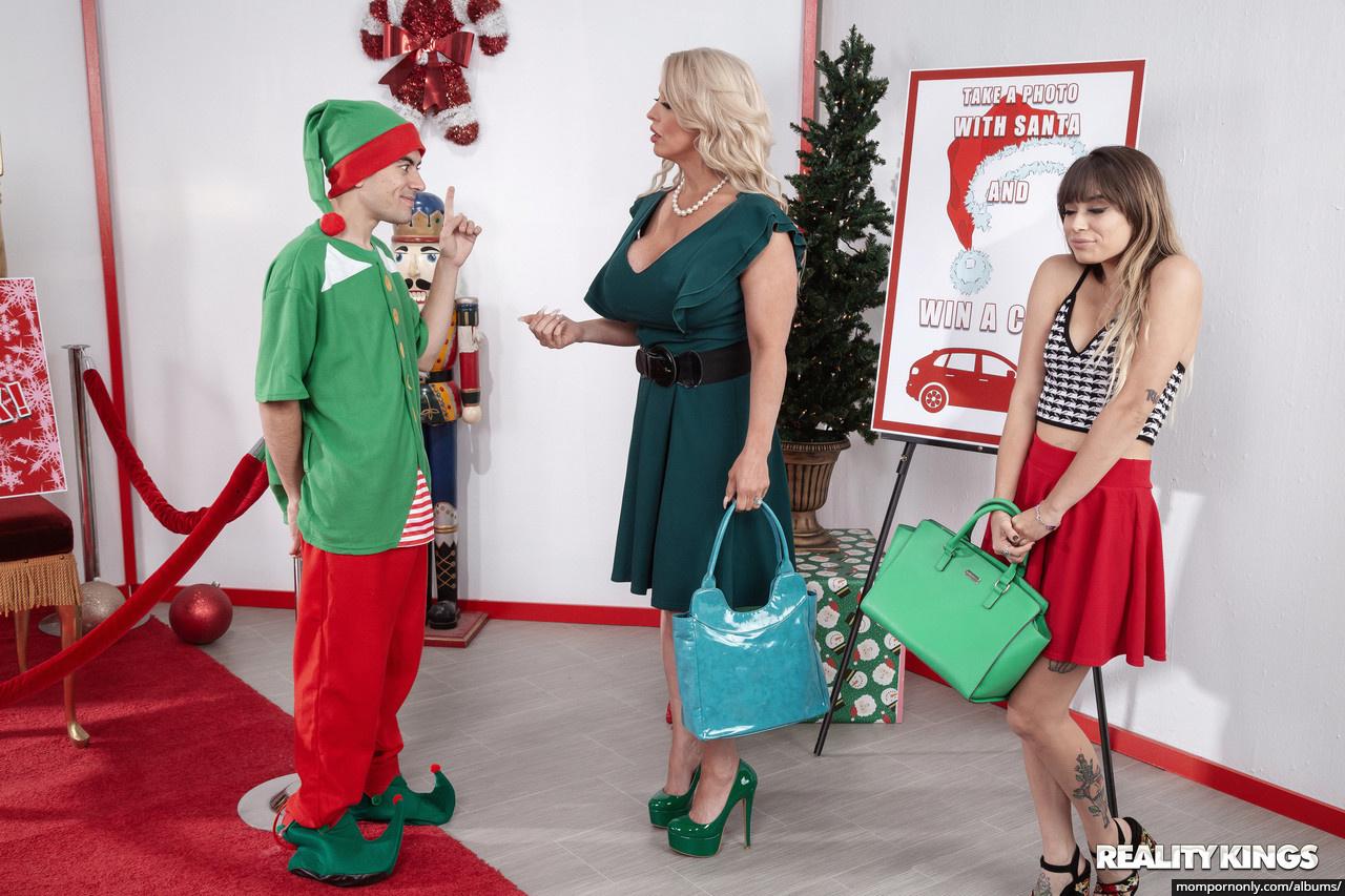 Alura Jenson is a good Christmas Elf n°8