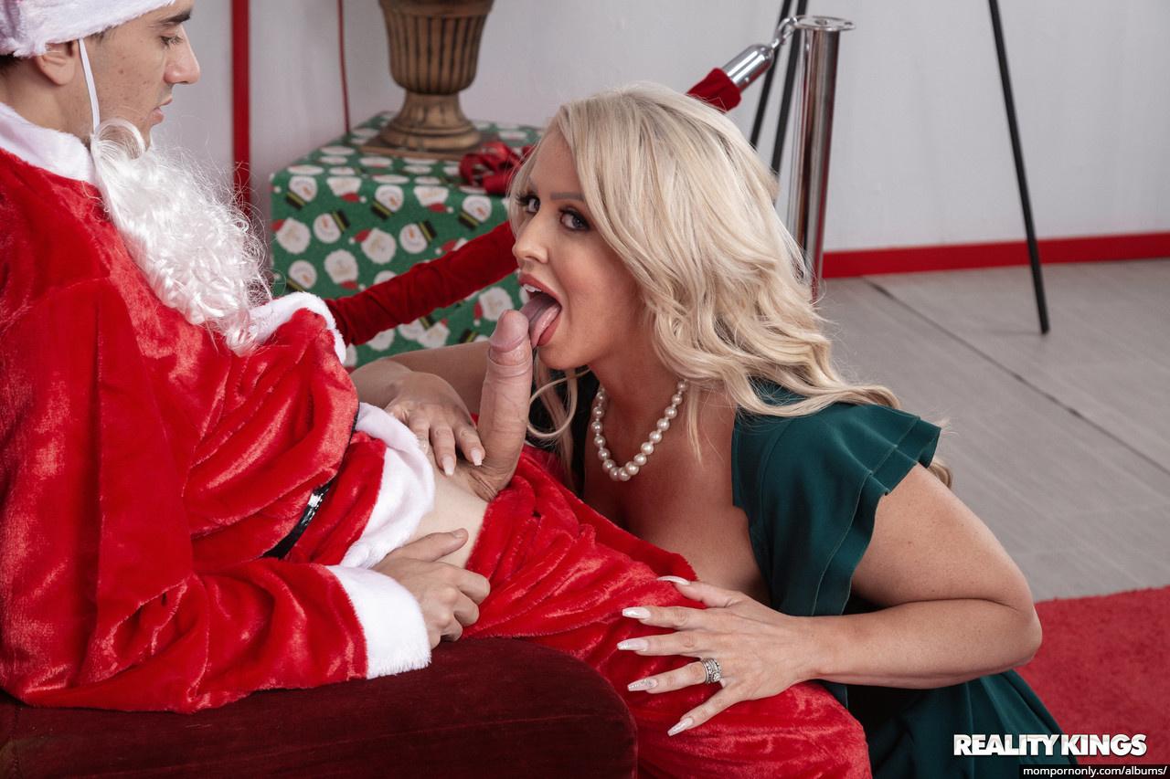 Alura Jenson is a good Christmas Elf n°13