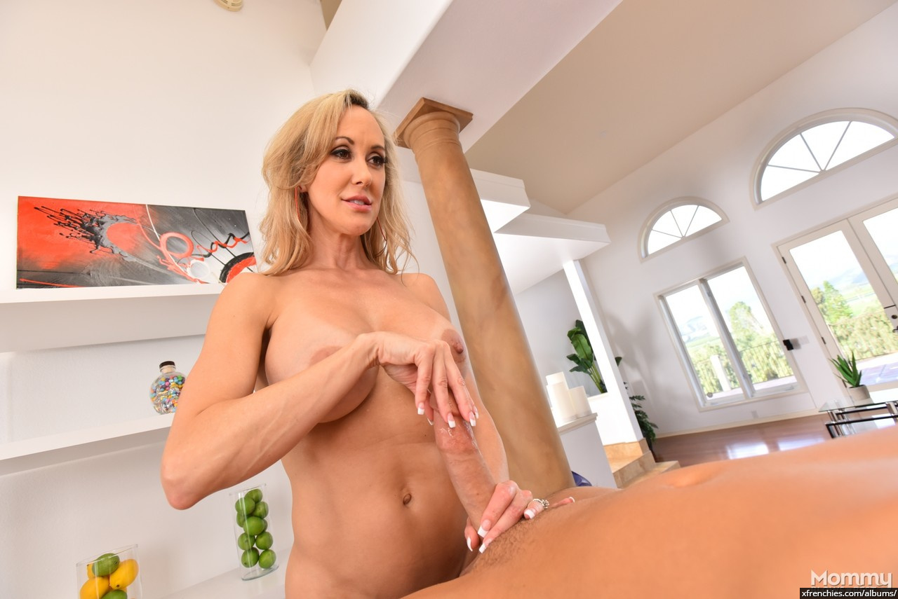 Brandi Love in need of fresh dick n°14